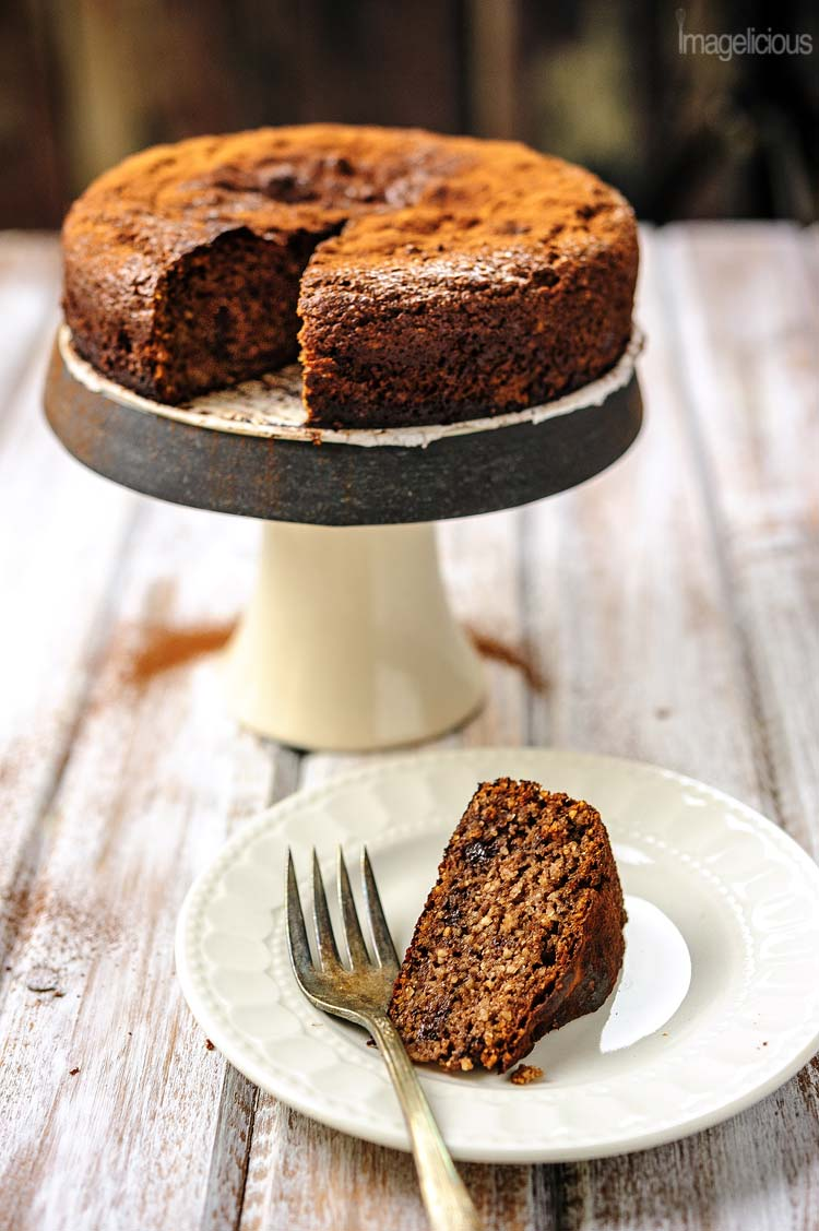 This delicious Gluten-free Almond Ricotta Chocolate Cake is perfect for a Valentine's Day dinner. It's moist, dense, flavourful, and healthy. It's filled with healthy ricotta and almonds, has very little sugar and no oil or butter | Imagelicious