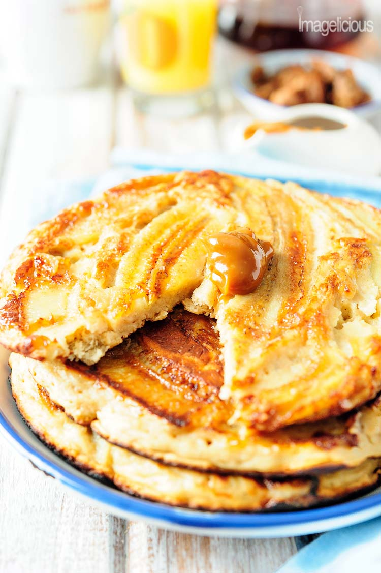 These Giant Double Banana Pancakes are full of mashed banana, yogurt, and healthy oats. They look pretty and impressive and are a perfect sunday breakfast | Imagelicious