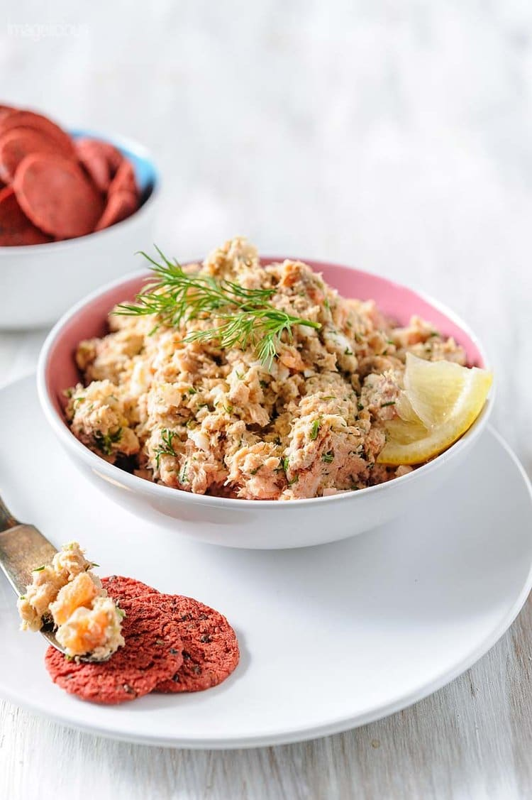Affordable Canned and Smoked Salmon Rillettes is delicious, elegant and easy to prepare. Perfect to serve as an appetizer for a fancy dinner or family brunch | Imagelicious