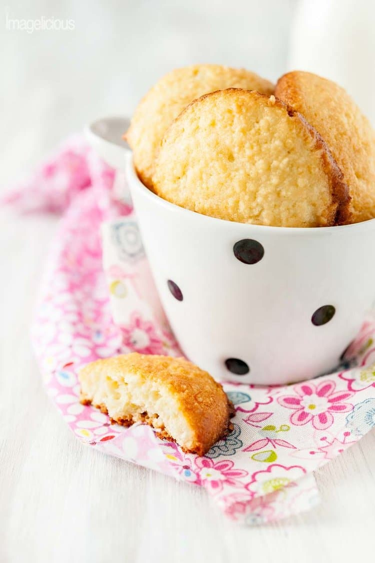 These Soft Almond Cookies are soft and reminiscent of bite size little almond cakes - delicious and delicate! Perfect to end a romantic dinner or start a day with a cup of coffee   Imagelicious